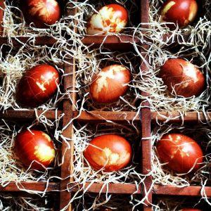 Eier färben traditionell